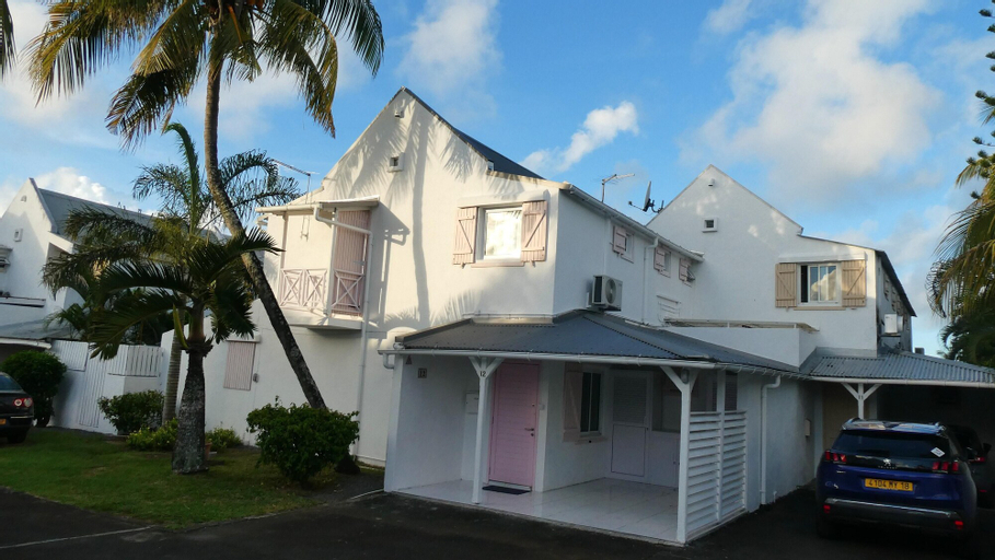 House With 3 Bedrooms in Grand Baie, With Shared Pool, Enclosed Garden and Wifi - 500 m From the Beach,