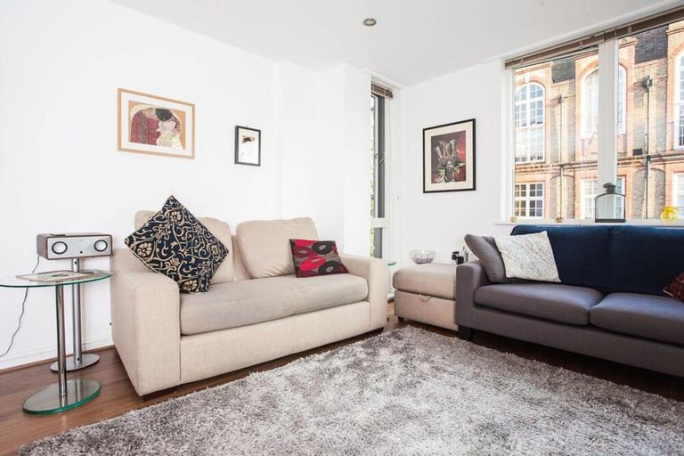 1 Bedroom Apartment Near Camberwell With Balcony, London