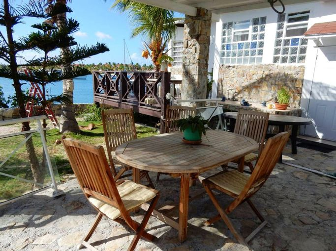 House With one Bedroom in Saint-martin, With Wonderful sea View, Furnished Garden and Wifi - 100 m From the Beach,
