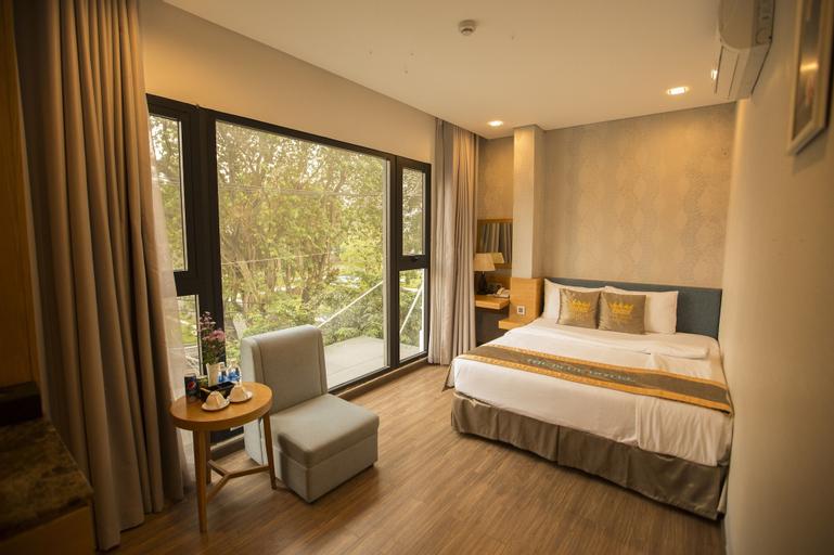 The Blue Hotel, Tân Bình