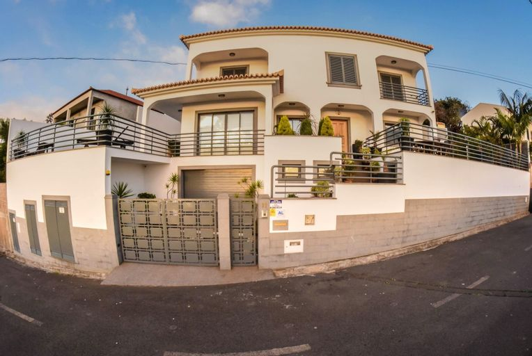 House With 3 Bedrooms in Funchal, With Wonderful sea View, Private Pool, Enclosed Garden - 10 km From the Beach, Funchal