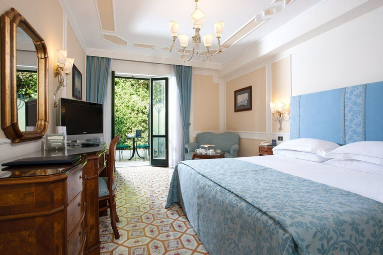 Grand Hotel Royal, Napoli