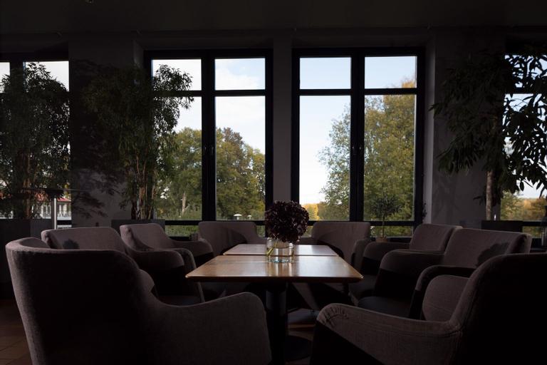 Aronsborgs Konferenshotell, Håbo
