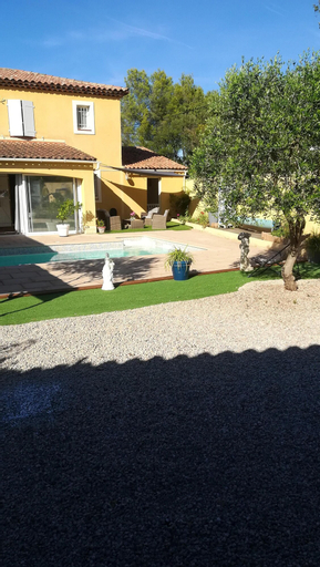 Apartment With one Bedroom in Vidauban, With Wonderful Mountain View, Private Pool, Enclosed Garden - 34 km From the Beach, Var