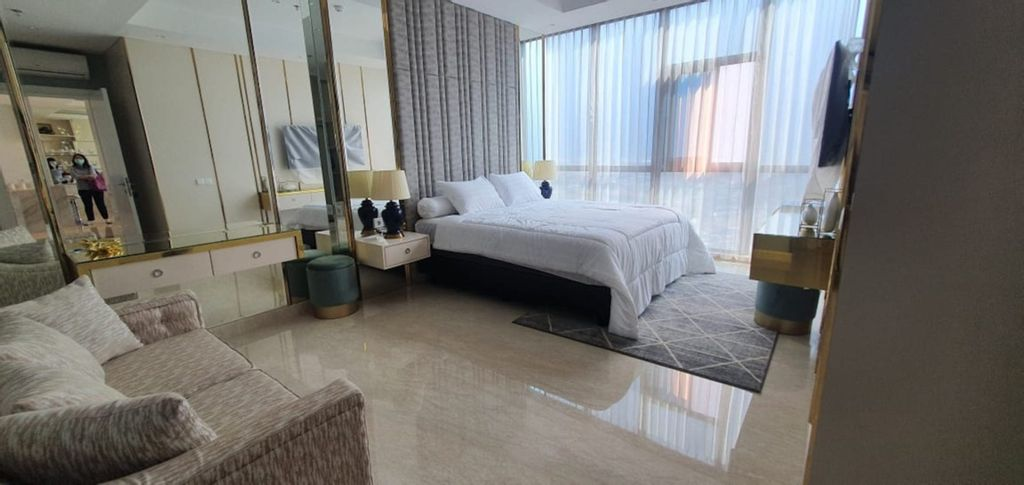 "The ""V"" 2 BR Luxury Apartment with Private Lift, Surabaya"