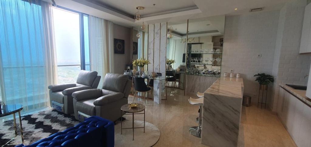 "The ""V"" 2 BR Luxury Apartment with Private Lift (tutup sementara), Surabaya"