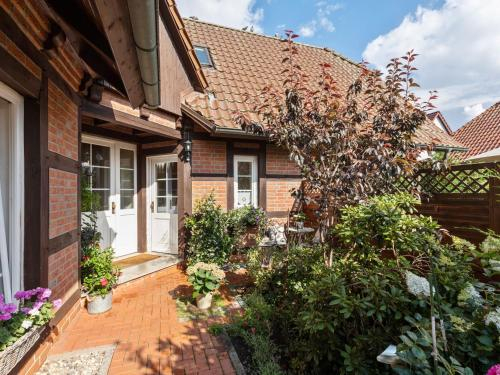 Spacious Holiday Home in Kritzmow with Terrace, Rostock