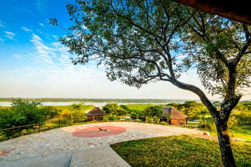 Twiga Safari Lodge, Bujenje