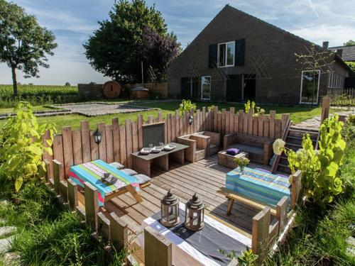 Tastefully decorated, country property with sauna and hot tub, Oss
