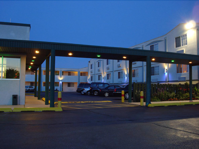 O'Hare Inn & Suites, Cook