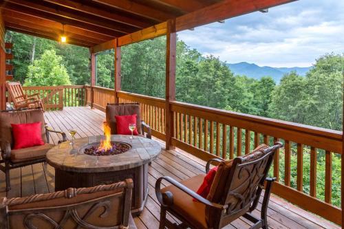 4 Bed 4 Bath Vacation home in Sylva, Jackson