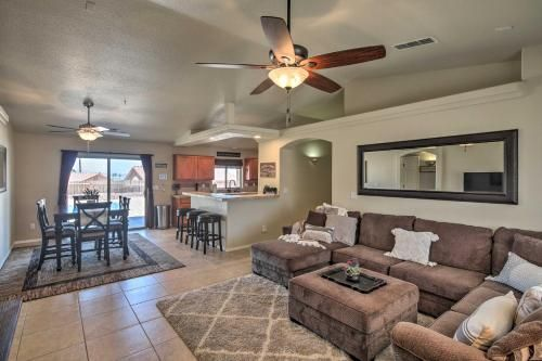 Havasu Home with Paddle Boards & Bikes, 2Mi to Beach, Mohave
