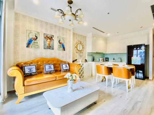 VINHOMES CENTRAL PARK, Luxury design and gold view !, Bình Thạnh