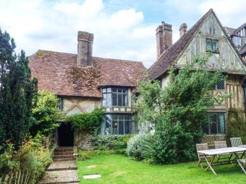 Tudor Wing, Kent