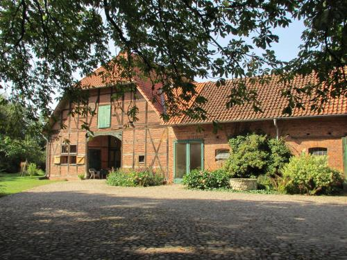 Charming Farmhouse in Hohnebostel With Courtyard, Celle