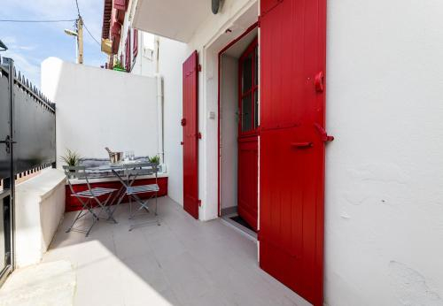 YOUCCA MAILA House with terrace close to the Cote des Basques in Biarritz, Pyrénées-Atlantiques
