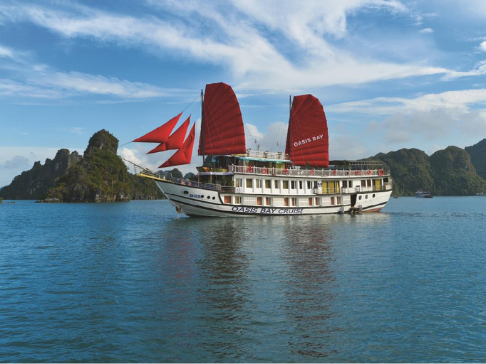 Oasis Bay Classic Cruise, Hạ Long
