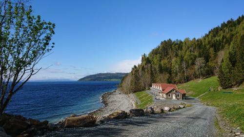 Hjellup Fjordbo, Leksvik