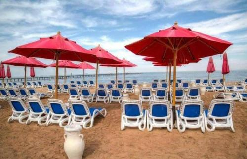 Sea View Chalet in Porto South Beach, 'Ataqah