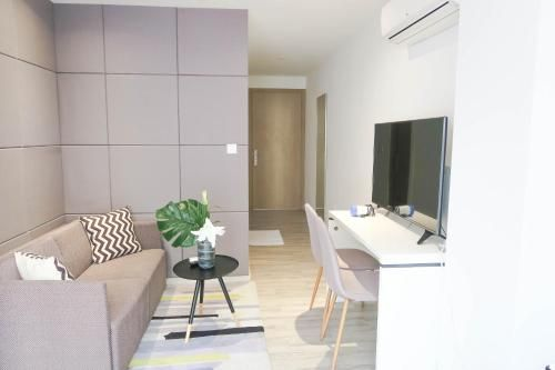 Comfy Studio 4 by ReCharge, Singapore River