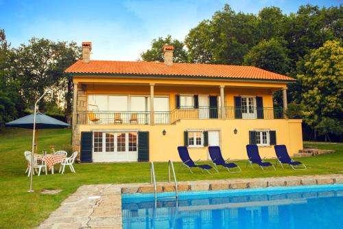 House with 5 bedrooms in Paredes de Coura with wonderful mountain view private pool enclosed garden , Paredes de Coura