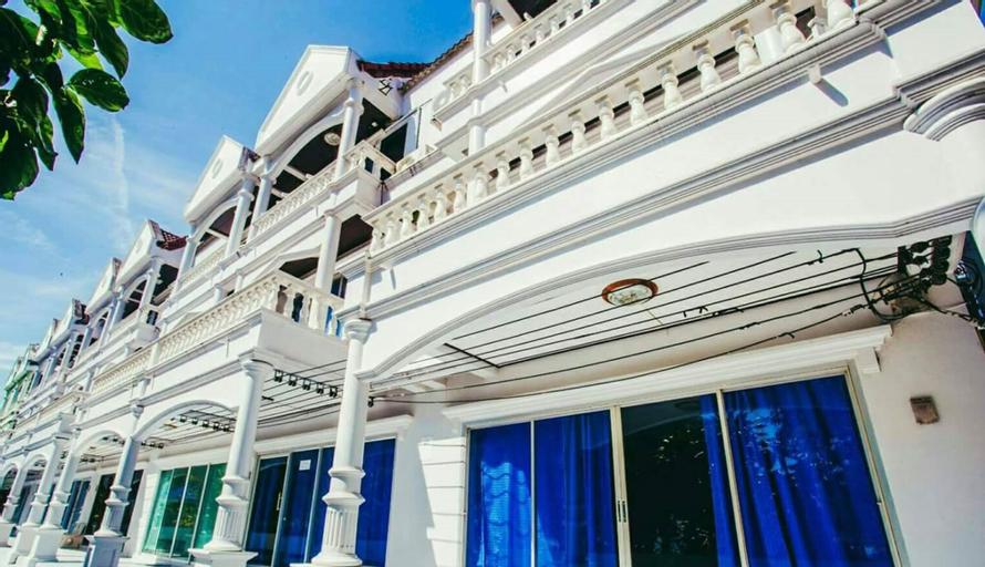 The Uncle Beach Resort, Bang Saphan Noi
