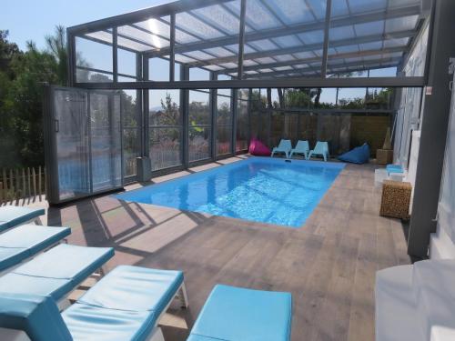 villa 12 pers piscine chauffee couverte ou non, 2km mer, golf, Pyrénées-Atlantiques