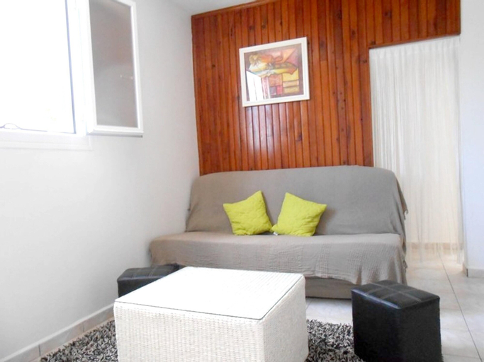 Apartment With one Bedroom in Saint-benoît, With Wonderful City View, Enclosed Garden and Wifi, Saint-Benoît