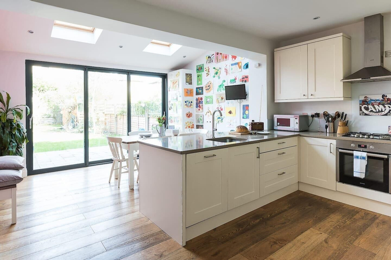 Fabulous 4BR Family Home in East London, London
