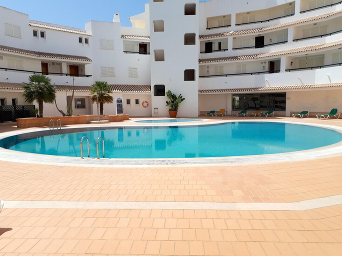 Apartment With one Bedroom in Armação de Pêra, With Wonderful sea View, Shared Pool, Furnished Garden - 100 m From the Beach, Lagoa