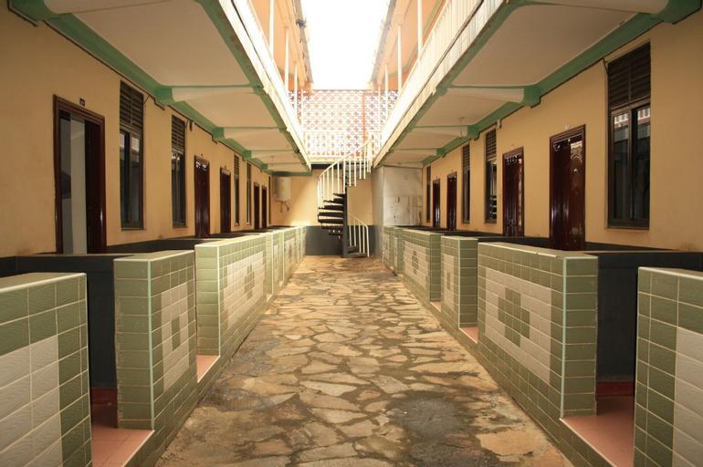 Leosim Hotel Nebbi, Padyere