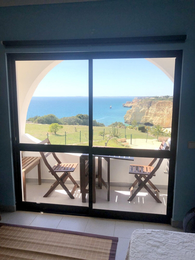 Apartment With one Bedroom in Carvoeiro, With Wonderful sea View and Furnished Balcony - 50 m From the Beach, Lagoa