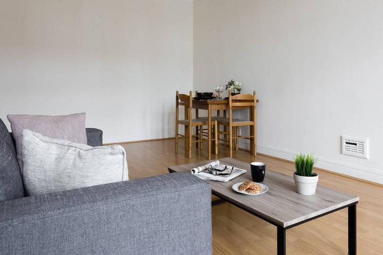 Spacious 2BR flat in Putney, London