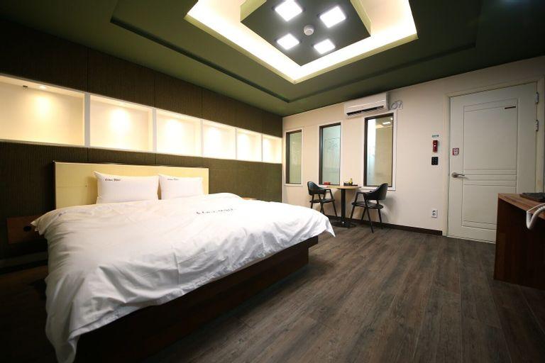 Hotel Illuwa, Jung