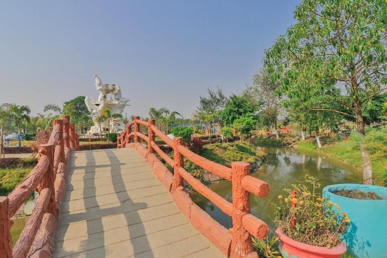 OYO 736 Gokulam Resort Pvt. Ltd., Koshi
