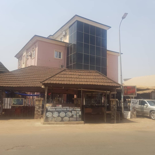 Train Station Bar & Lounge with Lodging, NnewiNort
