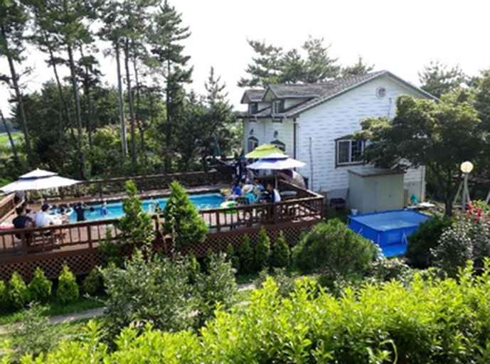 Blueberry Pension, Taean
