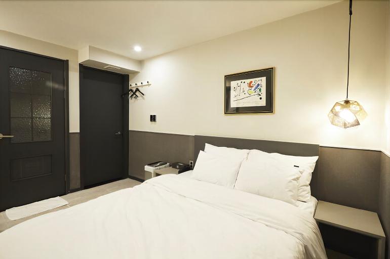 No25 Hotel, Dobong