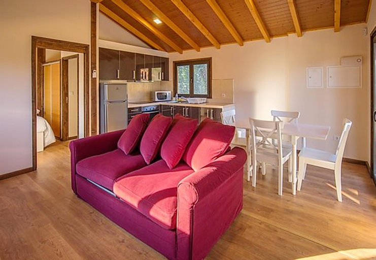 Chalet With one Bedroom in Branca, Albergaria-a-velha, With Shared Pool, Balcony and Wifi, Albergaria-a-Velha