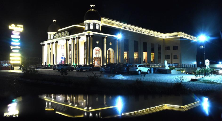 The Gulmohar Grand Hotel, Una