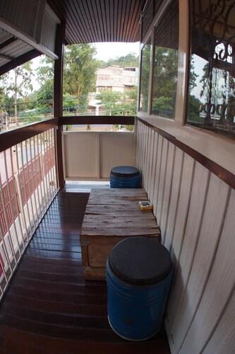 ME HUG Hostel&Restaurant, Muang Phetchaburi