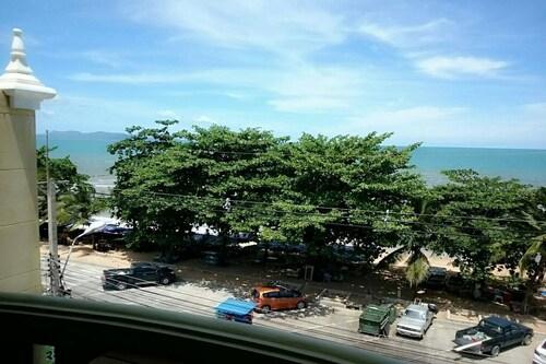Beachspot Hostel & Restaurant - Adults Only, Pattaya