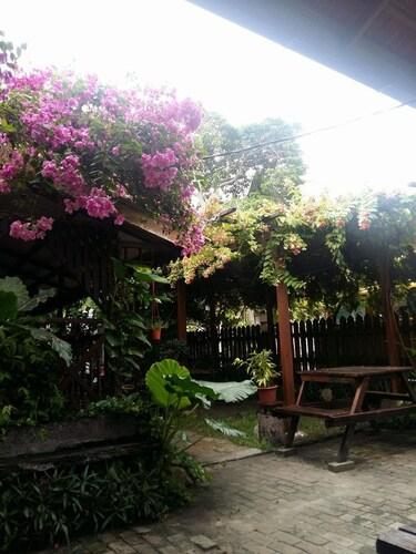 Ombak Inn Chalet, Manjung