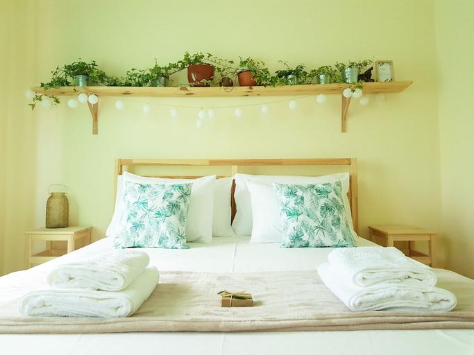 Green Element Guesthouse, Almada