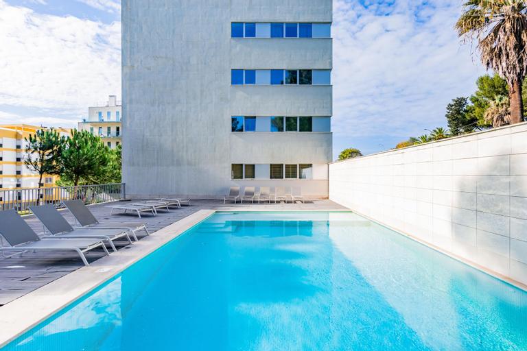 Deluxe Beach Apartment Swimming Pool, Oeiras