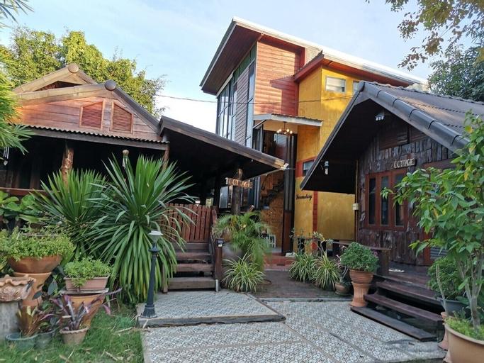 Gardenroom Home Stay and Cafe Suvarnabhumi, Bang Plee