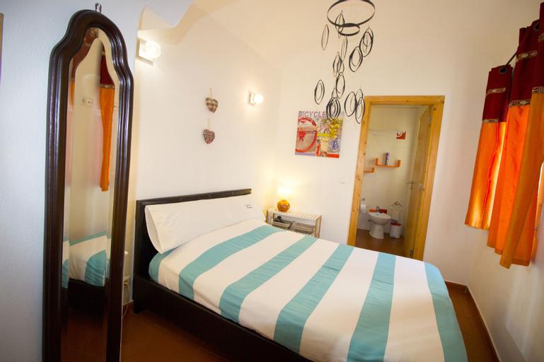 Comfy one Bedroom Apartment, Évora