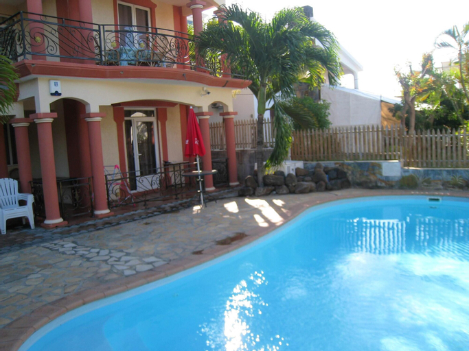 Villa With 3 Bedrooms in Grand Baie, With Private Pool, Enclosed Garden and Wifi - 500 m From the Beach,