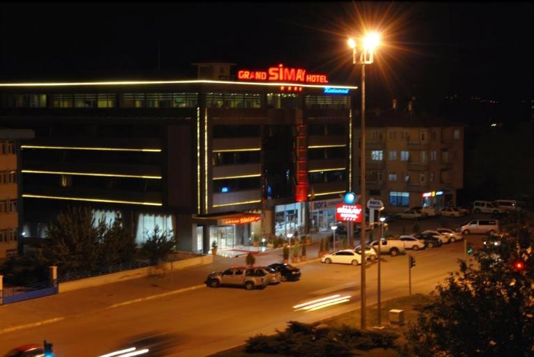 Grand Simay Hotel, Merkez