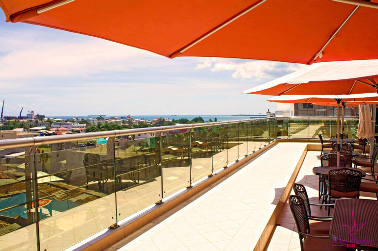 Island Paradise Inn, Mjini